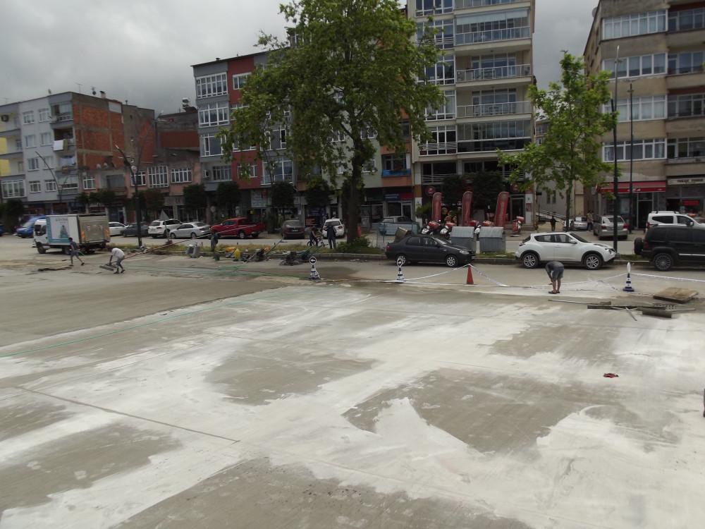 Sahil otopark yeri betonlanıyor